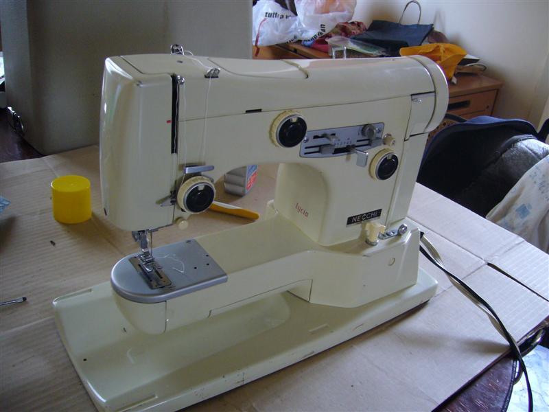 Comprare macchine da cucire usate cannoli e tiramis for Macchine per cucire portatili